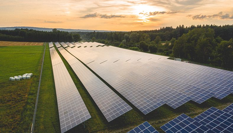 Solar increasingly beating even cheapest fossil fuels on price, IRENA study finds - PV Tech